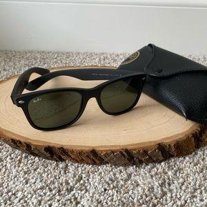 New Wayfarer Classic Matte Black RayBan Sunglasses